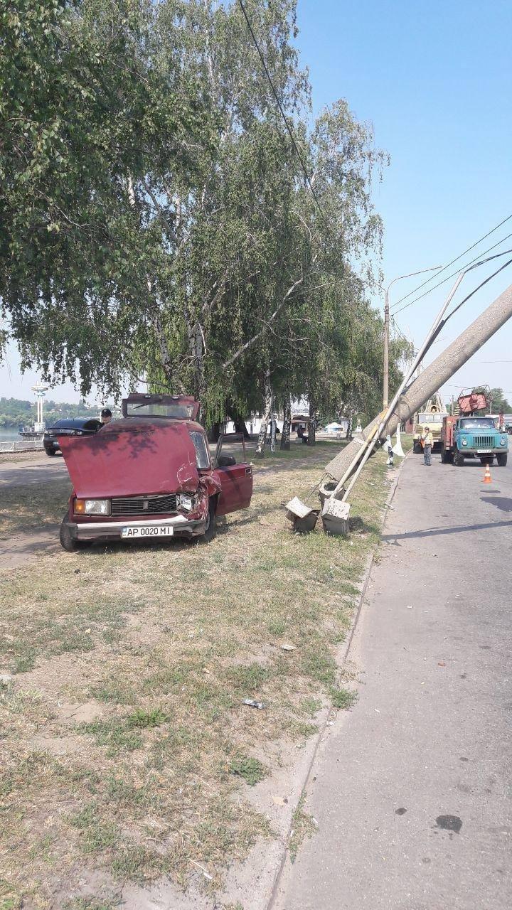 На Набережной легковушка врезалась в электроопору, - ФОТО , фото-2