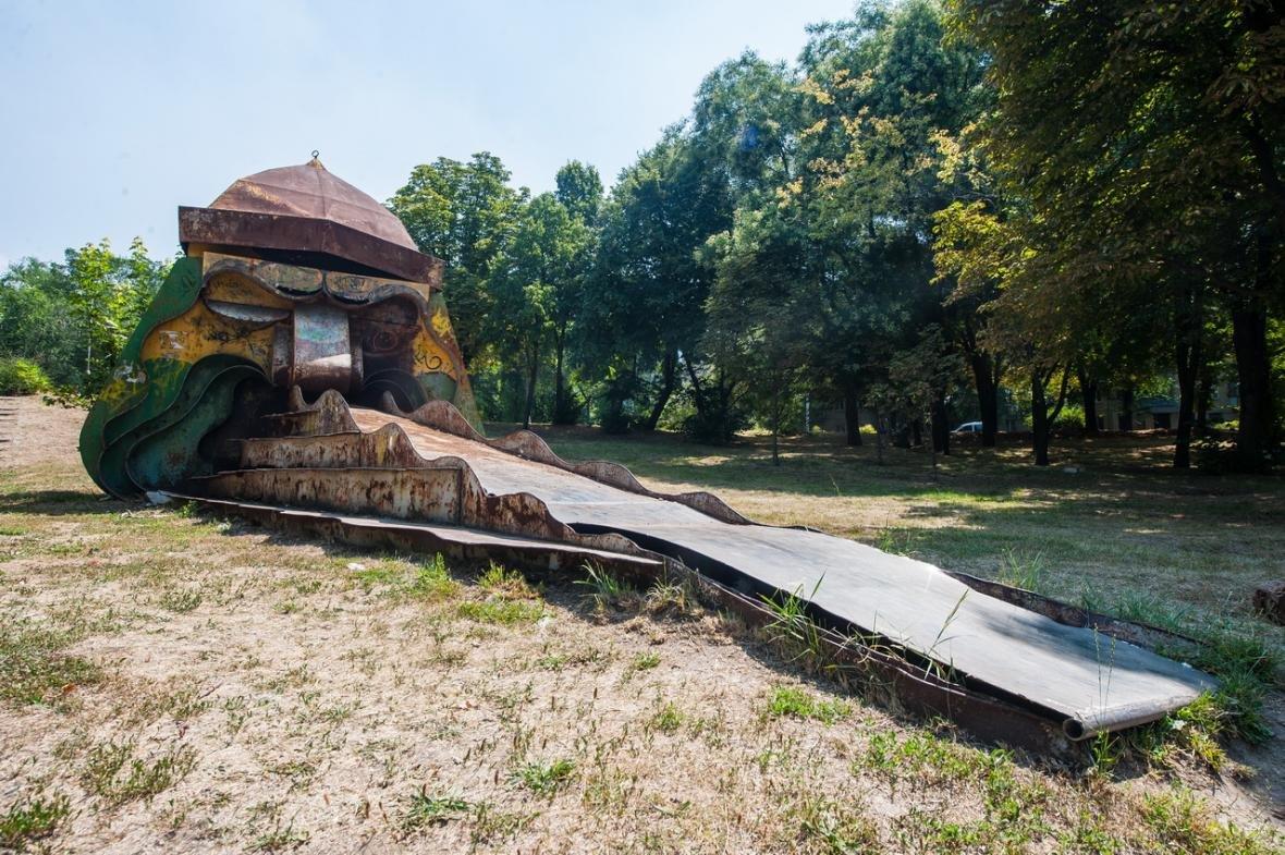 В одном из парков Запорожья демонтируют советские аттракционы, - ФОТО, фото-5