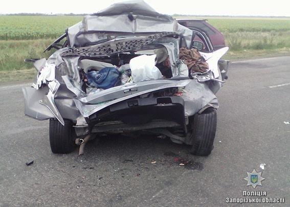 В результате ДТП на запорожской трассе погиб водитель легковушки, - ФОТО, фото-3