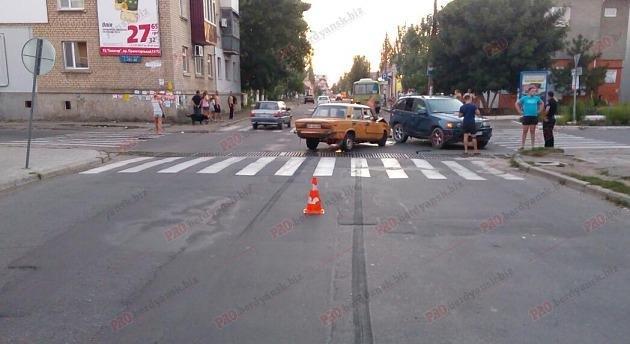 """В центре Бердянска """"ВАЗ"""" протаранил """"BMW"""", - ФОТО, фото-1"""