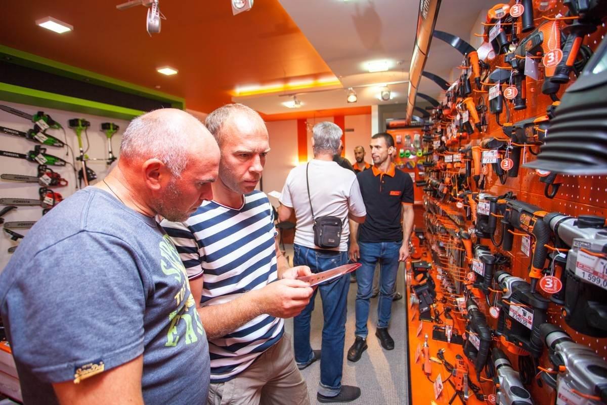 Открытие первого фирменного магазина «Дніпро-М» в Запорожье, фото-1