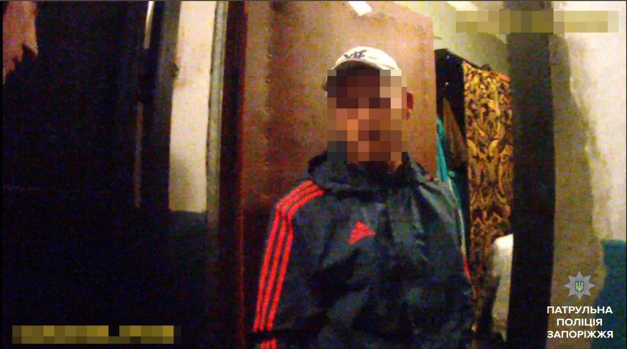 В Запорожье мужчина в розыске бросался с ножом на свою мать, - ФОТО, фото-1