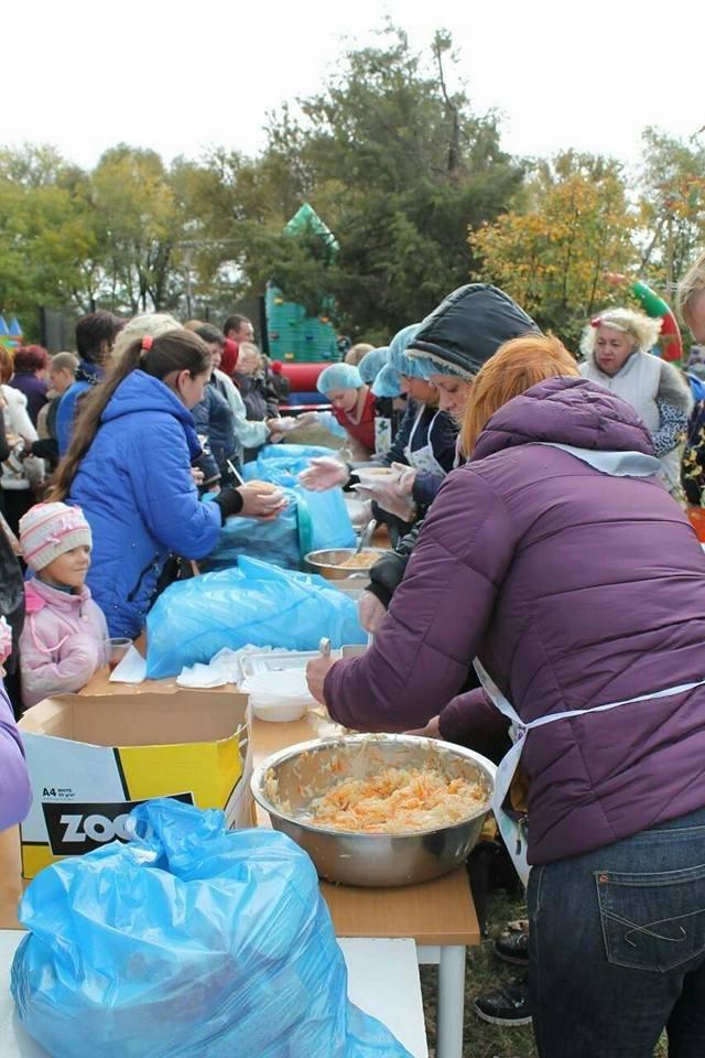 Под Запорожьем на Дне громады бесплатно раздали 800 порций плова, – ФОТО, фото-4