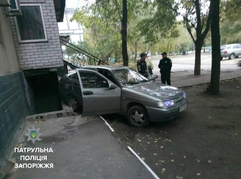 В Запорожье водитель, не имеющий прав, въехал в жилой дом, - ФОТО, фото-3