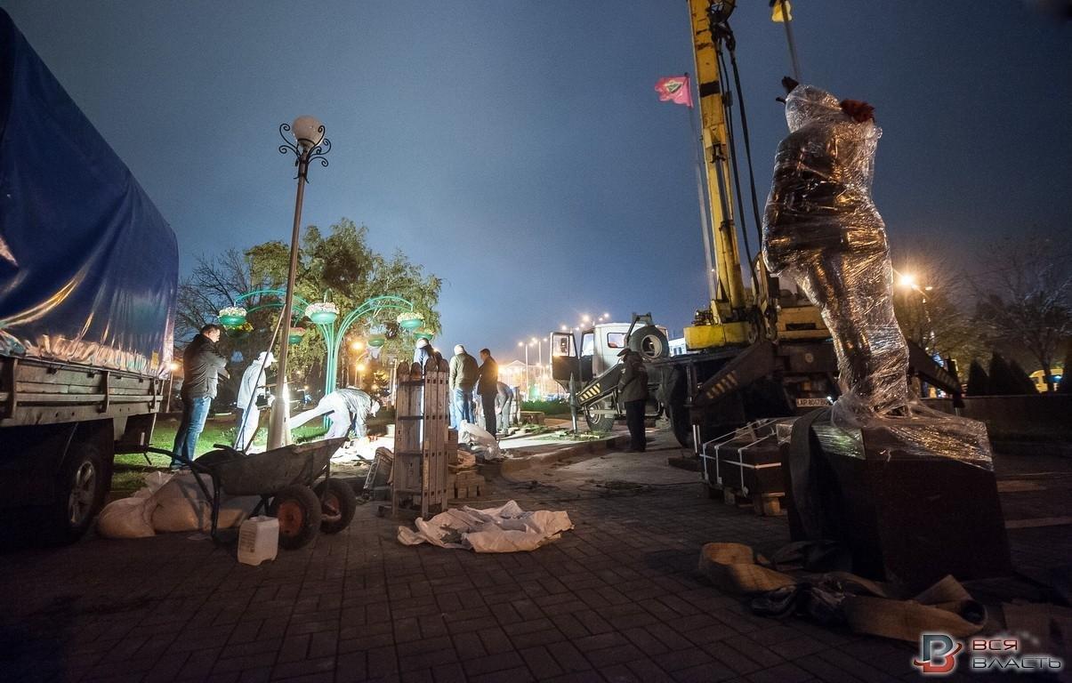 В Запорожье посреди ночи установили памятник Жаботинскому, - ФОТО , фото-5