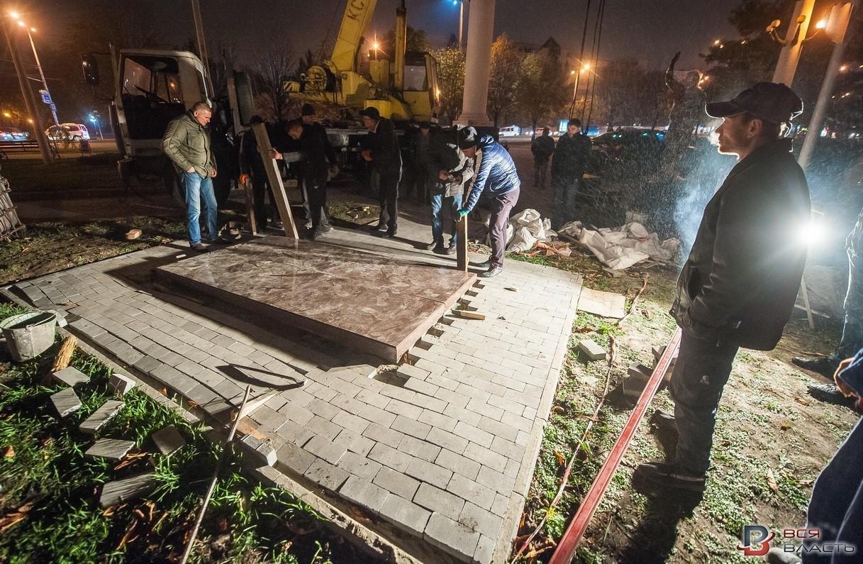 В Запорожье посреди ночи установили памятник Жаботинскому, - ФОТО , фото-1
