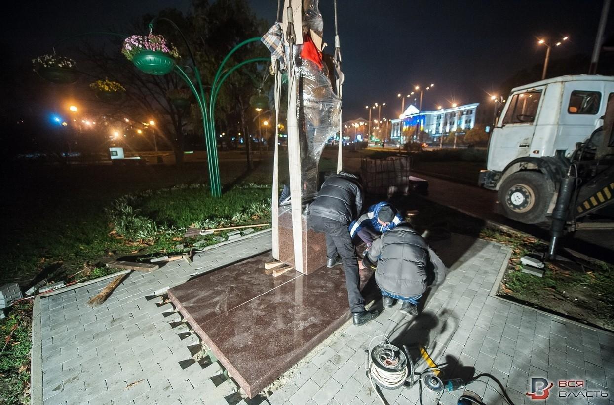 В Запорожье посреди ночи установили памятник Жаботинскому, - ФОТО , фото-2