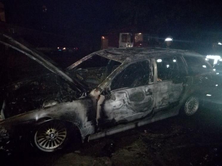 В Запорожье на бульваре Шевченко ночью сгорела иномарка, – СМИ, фото-1
