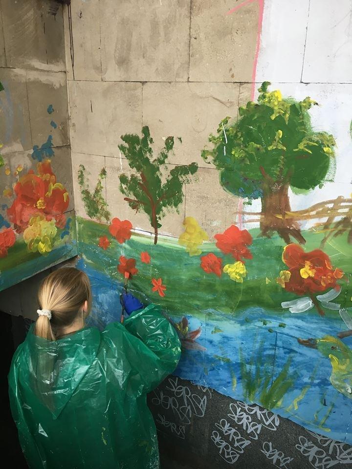Ученики Запорожского Цента творчества зарисовали надписи вандалов пейзажами, - ФОТО, фото-2