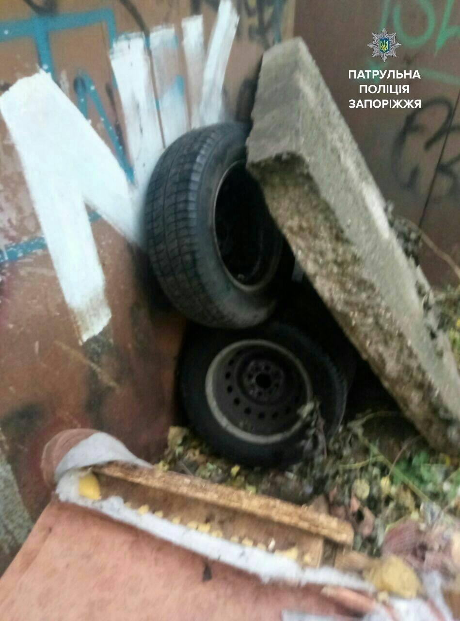 В Запорожье задержали мужчин, которые снимали колеса с автомобилей, - ФОТО , фото-6