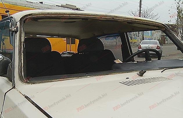 В Бердянске столкнулись два авто: водитель вылетел из лобового стекла, – ФОТО, фото-4