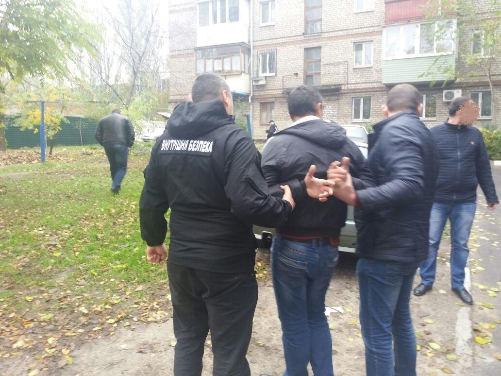 В Запорожье на взятке задержали офицера райотдела полиции, — ФОТО, фото-1