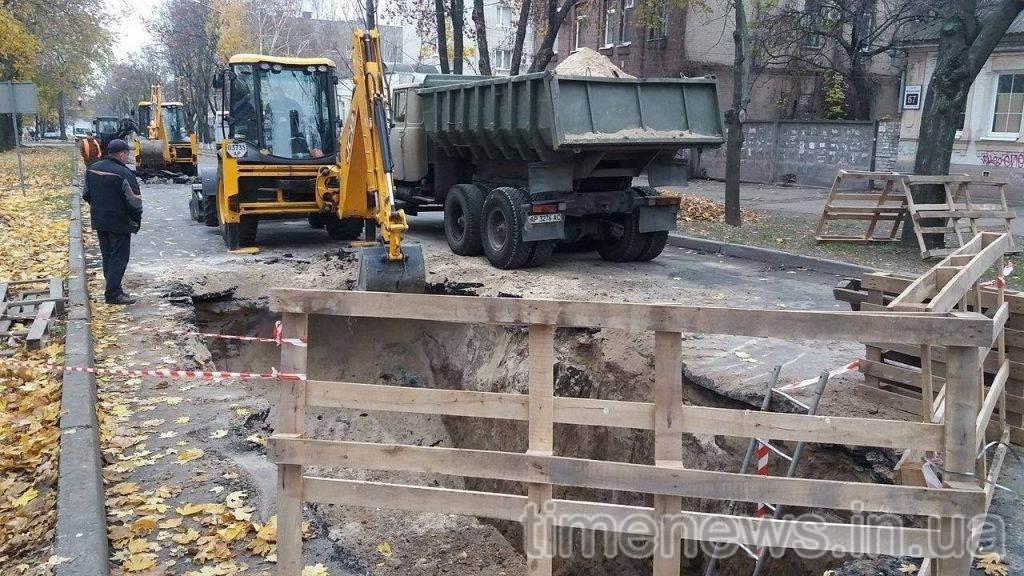 В центре Запорожья перекрыли движение: коммунальщики меняют коммуникации, — ФОТО, фото-2