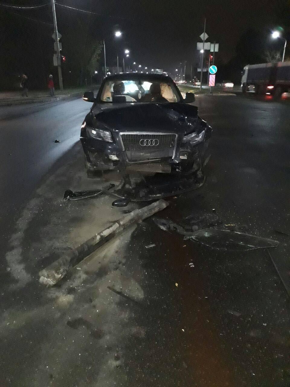 У Запоріжжі на Набережній сталося потрійне ДТП: одного водія госпіталізували, — ФОТО, фото-3
