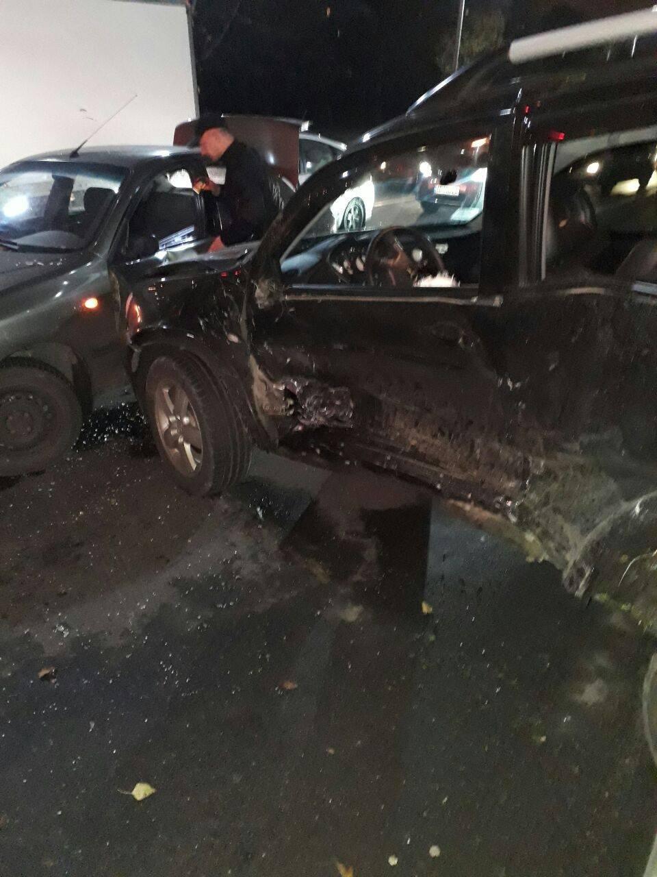 У Запоріжжі на Набережній сталося потрійне ДТП: одного водія госпіталізували, — ФОТО, фото-2