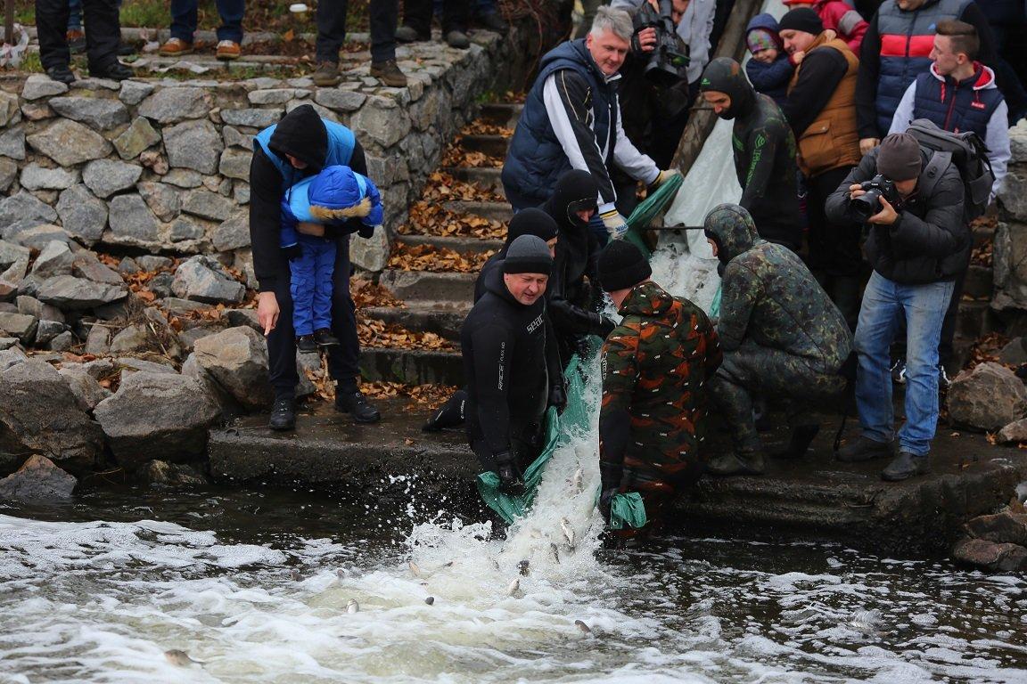 «Запорожсталь» организовал масштабное зарыбление и очистку  Днепра в рамках экологической акции «Спасем Днепр вместе!», фото-3