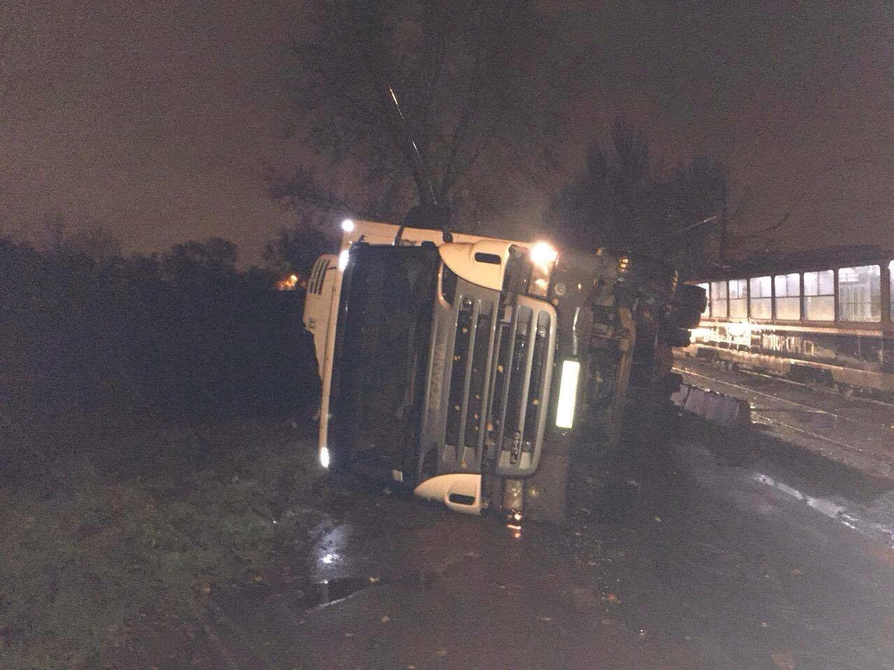 В Запорожье на Калибровой перевернулся грузовик: фура заблокировала дорогу, – ФОТО, фото-4