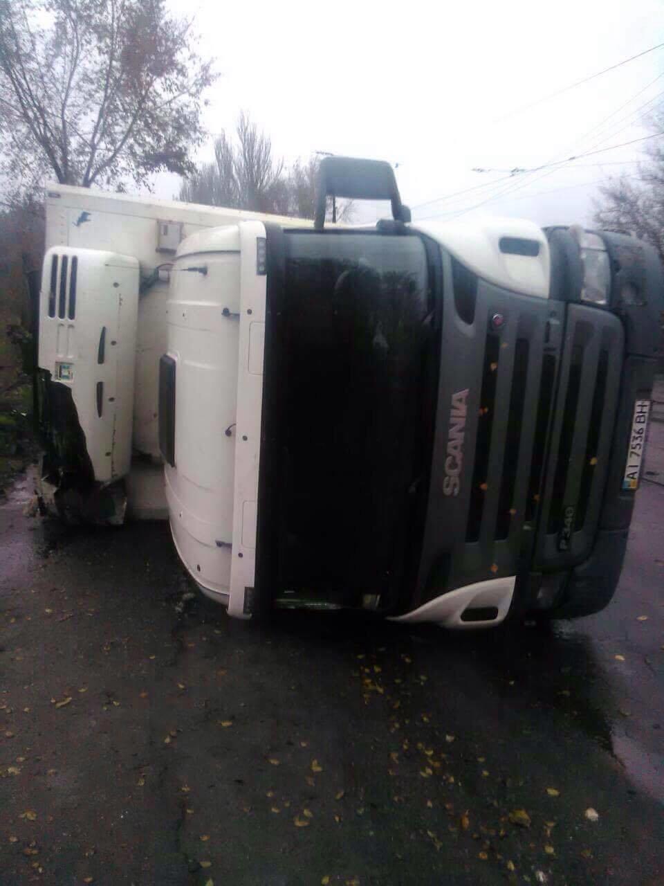 В Запорожье на Калибровой перевернулся грузовик: фура заблокировала дорогу, – ФОТО, фото-3