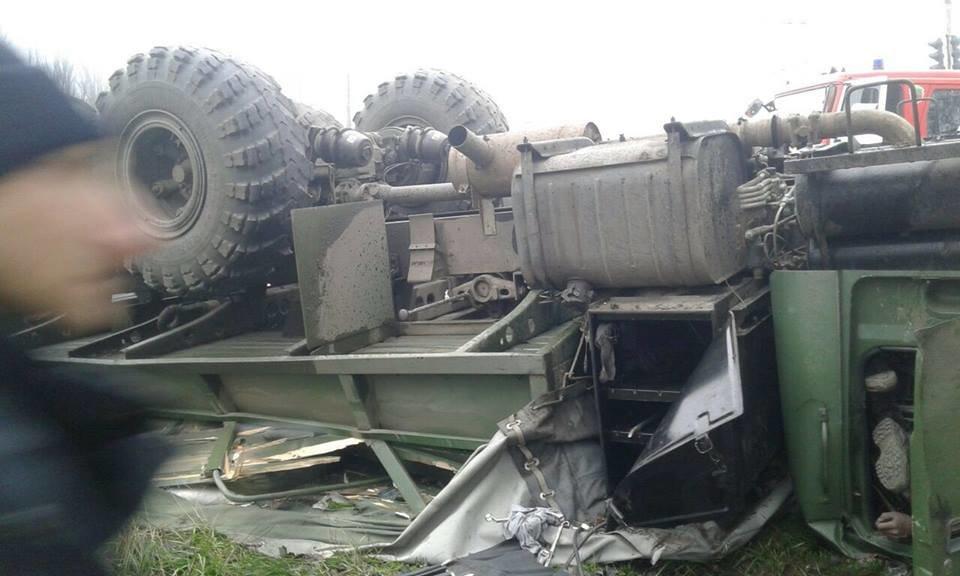 В Запорожье перевернулось авто с военными: погиб водитель, - ФОТО, фото-1