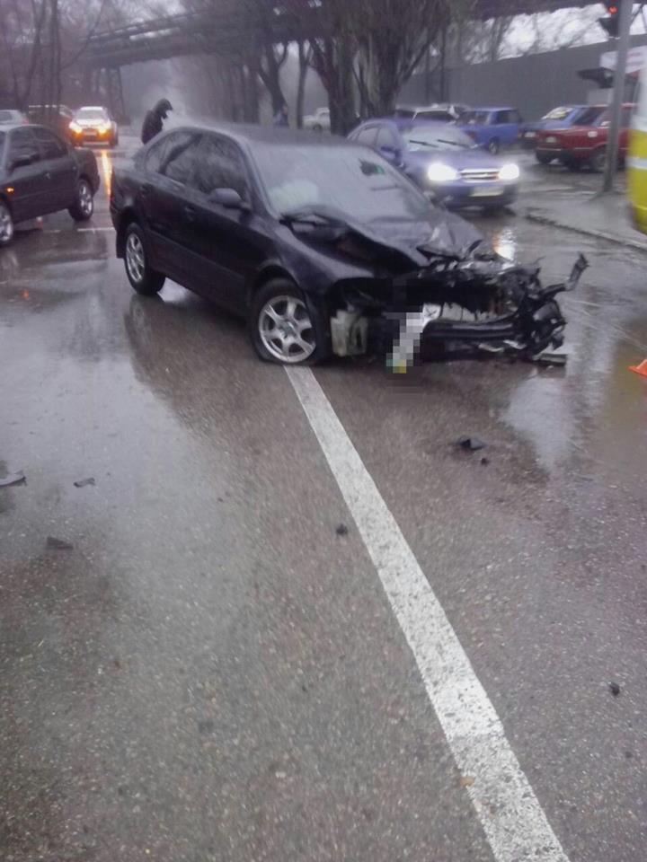 В Запорожье у автомобиля от удара в электроопору вылетел двигатель, - ФОТО, фото-3