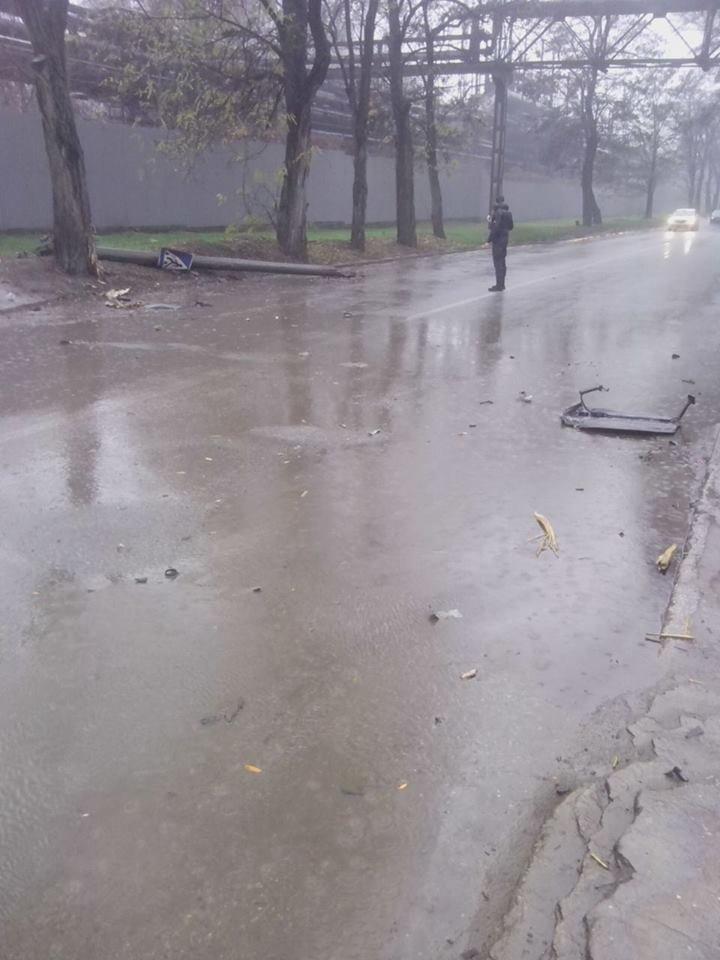 В Запорожье у автомобиля от удара в электроопору вылетел двигатель, - ФОТО, фото-5