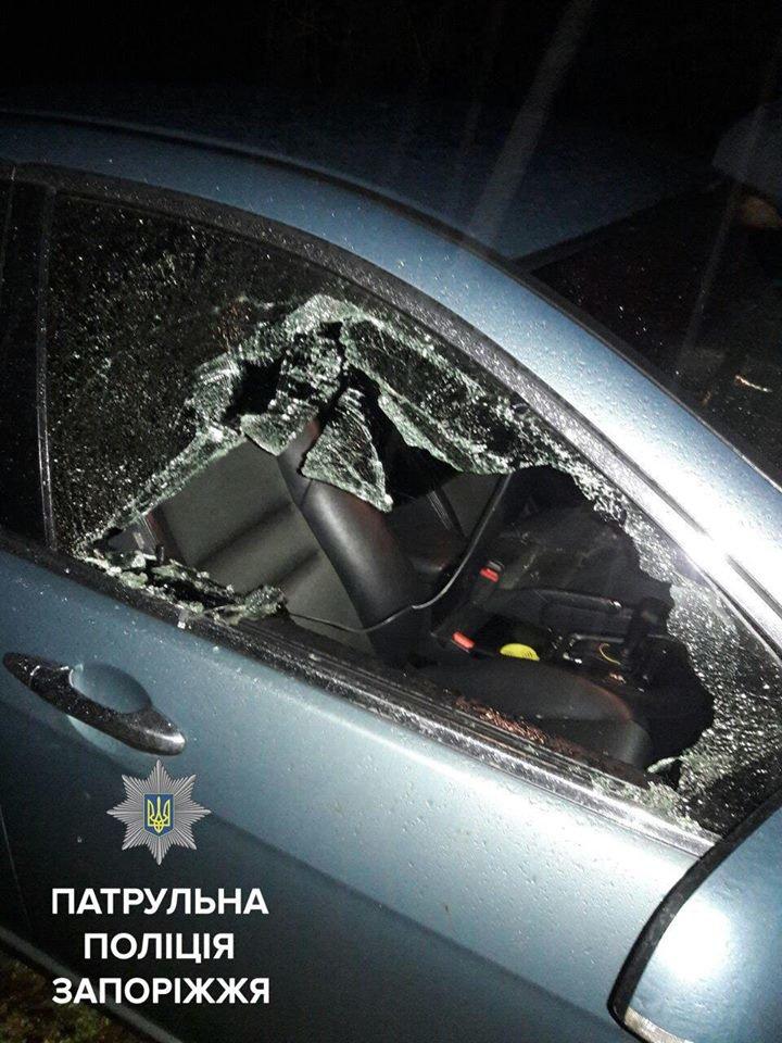 В Запорожье мужчина разбил стекло авто и похитил видеорегистратор, - ФОТО, фото-2