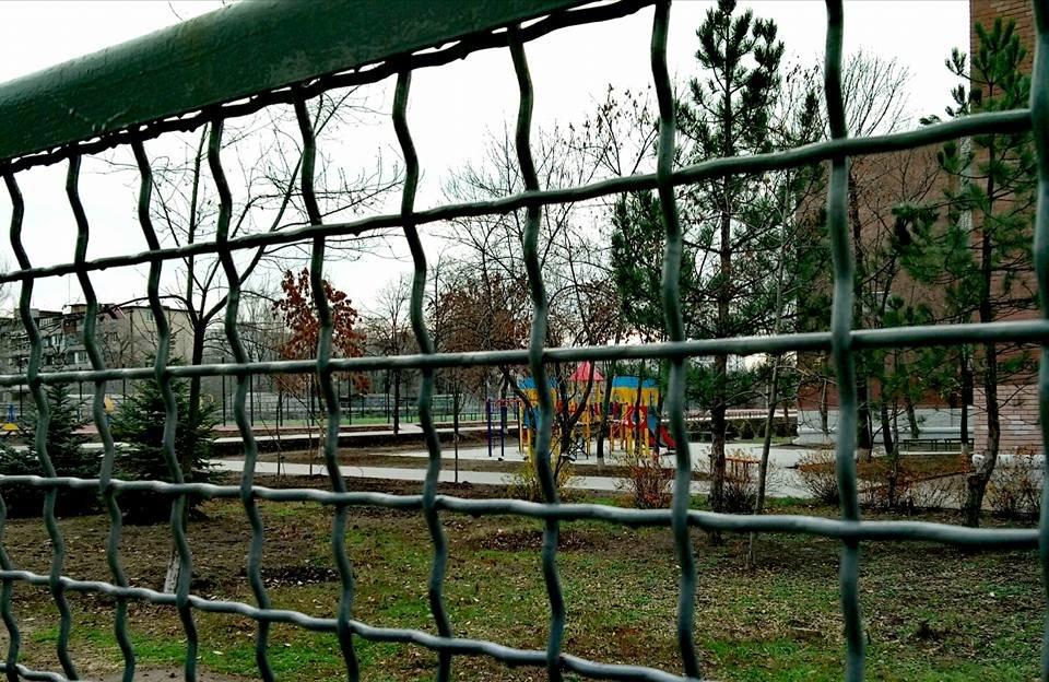 В Бородинском районе новый школьный стадион закрыли на замок, - ФОТО, фото-3