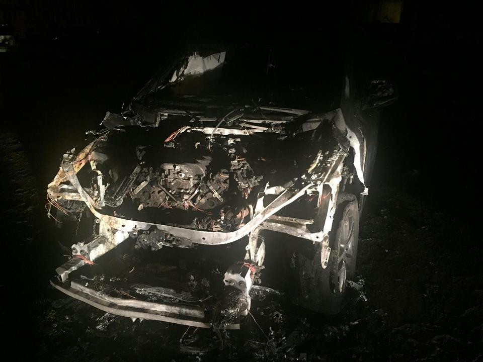 В центре Запорожья избили мужчину-переселенца, а после сожгли его авто, - ФОТО, ВИДЕО, фото-4