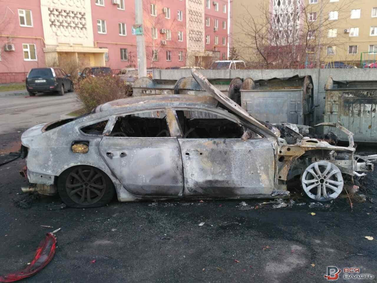 В Запорожье на Южном во дворе сгорели три иномарки, – ФОТО, фото-2
