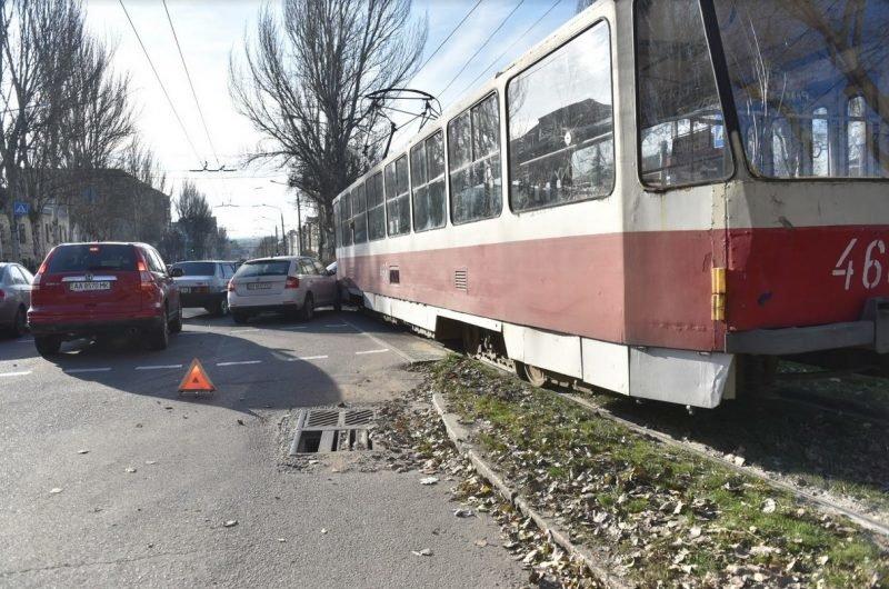 В Запорожье легковушка въехала в трамвай, — ФОТО, фото-2