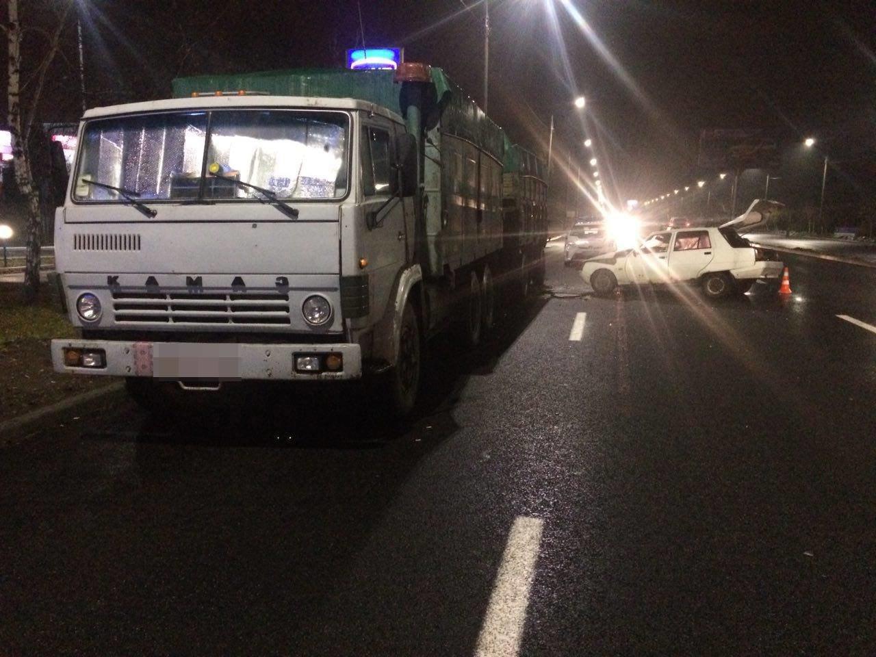 В Запорожье на Набережной «Славута» врезалась в припаркованный грузовик, — ФОТО, фото-2