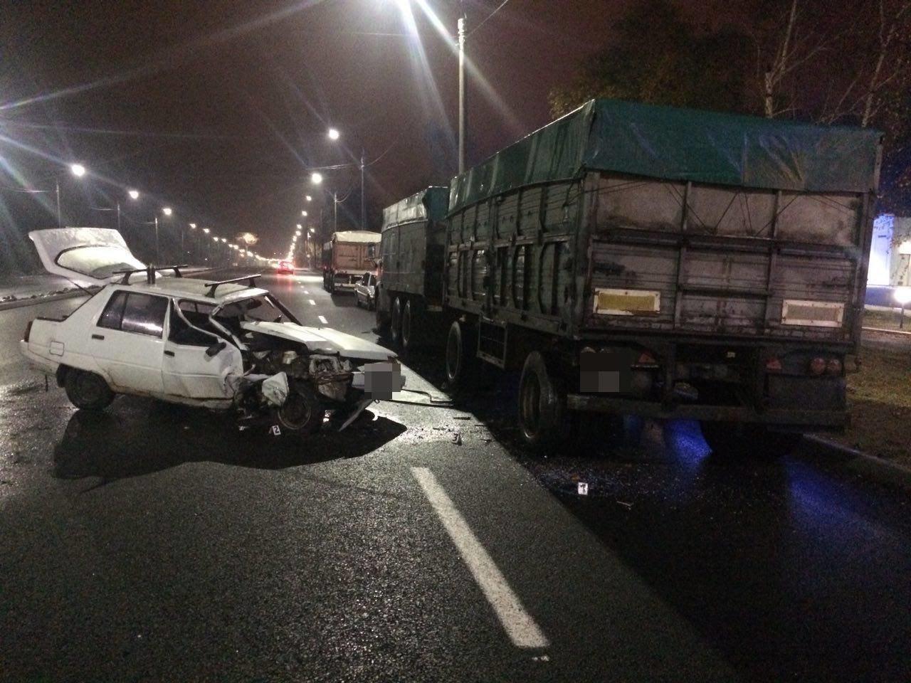 В Запорожье на Набережной «Славута» врезалась в припаркованный грузовик, — ФОТО, фото-3