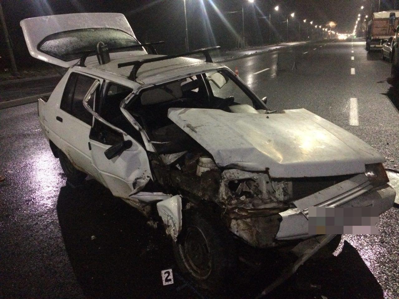 В Запорожье на Набережной «Славута» врезалась в припаркованный грузовик, — ФОТО, фото-1