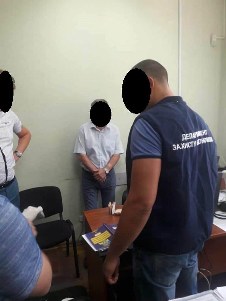 В Запорожье сотрудник «Приватбанка» занимался вымогательством: он требовал взятку за списание долга, – ФОТО, фото-2