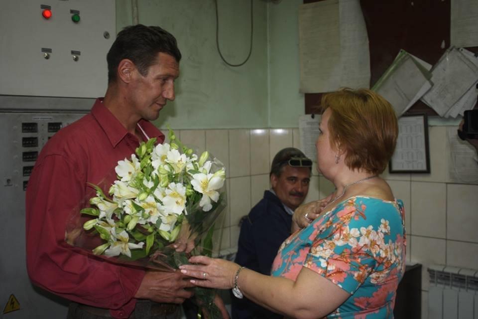 Запорожца, который спас двоих тонущих девочек, отметили на родном предприятии: он получил 20 тысяч гривен премии, – ФОТО, фото-2