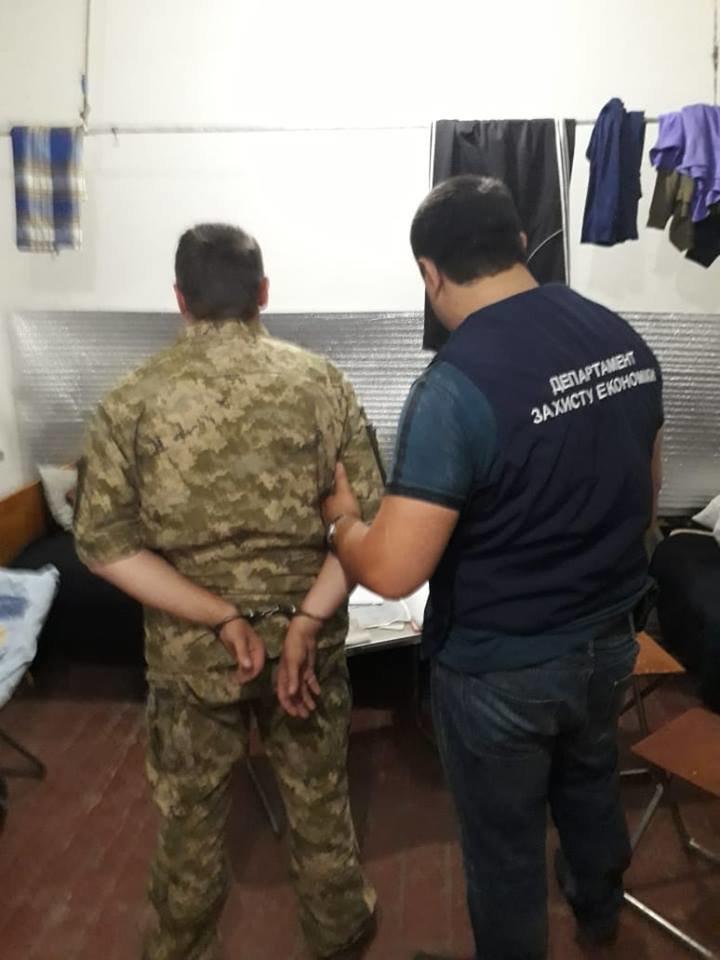 Подполковник ВСУ вымогал взятку через жену в Запорожье, фото-1