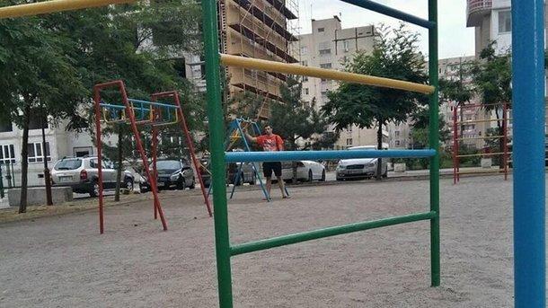 В Запорожье ребенок сломал спину на детской площадке: в прокуратуре расследуют служебную халатность чиновников, фото-1