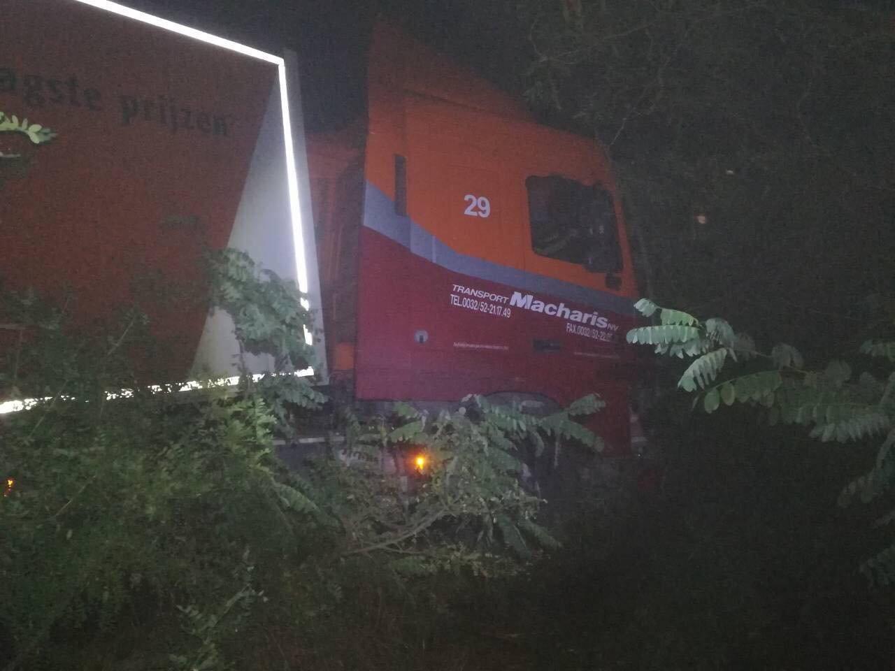 В Запорожской области легковушка столкнулась с грузовиком: два человека погибли, один – в больнице, – ФОТО, фото-3