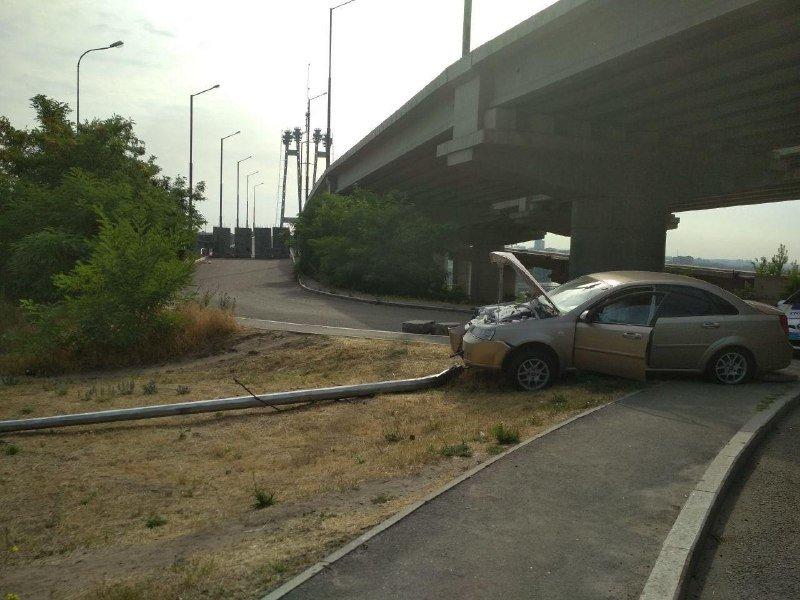 В Запорожье на Хортице водитель снес столб электроосвещения, – ФОТО, фото-2