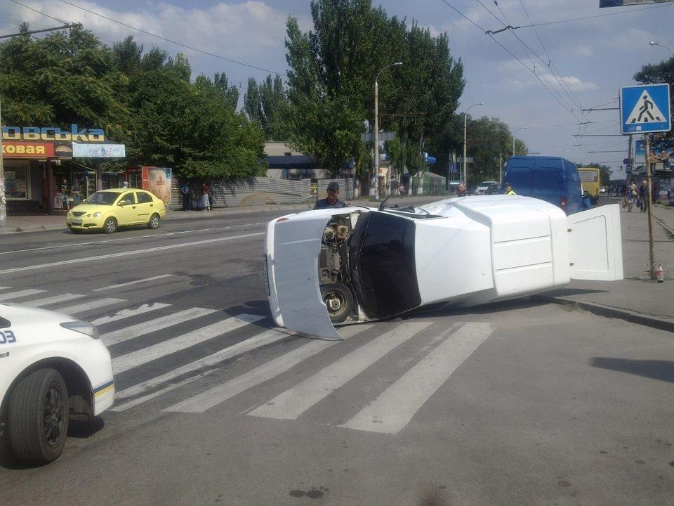 В Запорожье на Каховской перевернулся автомобиль, – ФОТО, фото-1