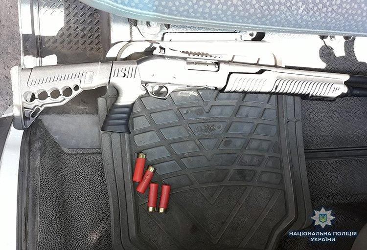 В Мелитополе владелец билборда угрожал коммунальщикам и выстрелил из ружья, фото-1