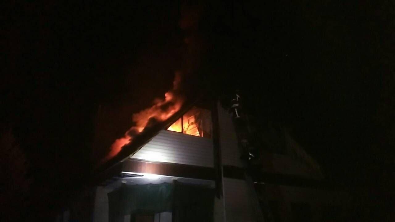 В Запорожье в пожаре чуть не погиб 72-летний пенсионер: огонь тушили 18 спасателей, – ФОТО, фото-2