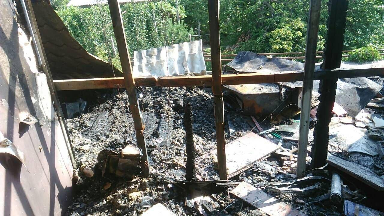 В Запорожье в пожаре чуть не погиб 72-летний пенсионер: огонь тушили 18 спасателей, – ФОТО, фото-3