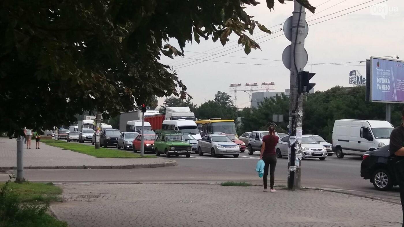Стихийный митинг в Запорожье приостановил движение в центре: что происходит, фото-2
