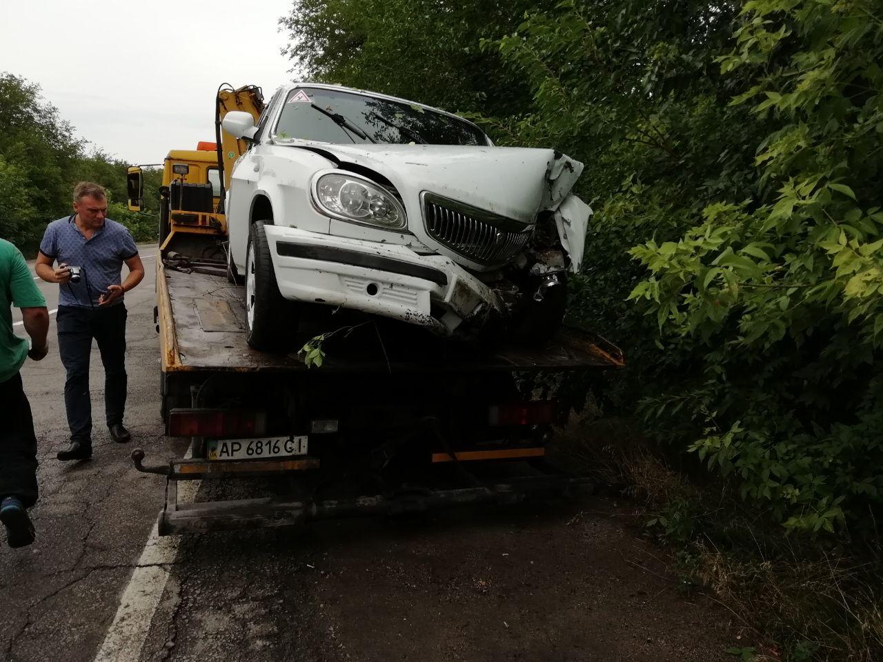 """В Запорожье """"Волга"""" с пьяным водителем и пассажирами, слетела с дороги, госпитализированы два человека, фото-1"""