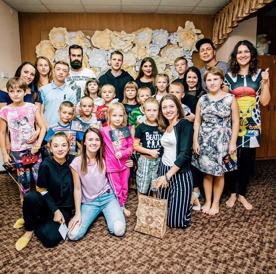 В Запорожье группа KAZKA перед своим концертом посетила детский дом, – ФОТО, фото-4