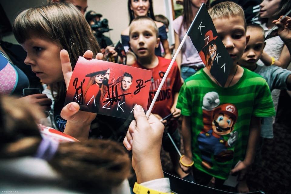 В Запорожье группа KAZKA перед своим концертом посетила детский дом, – ФОТО, фото-3