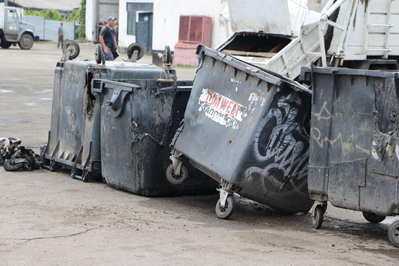 В Запорожье за три недели неизвестные сожгли 38 мусорных баков, – ФОТО, фото-4