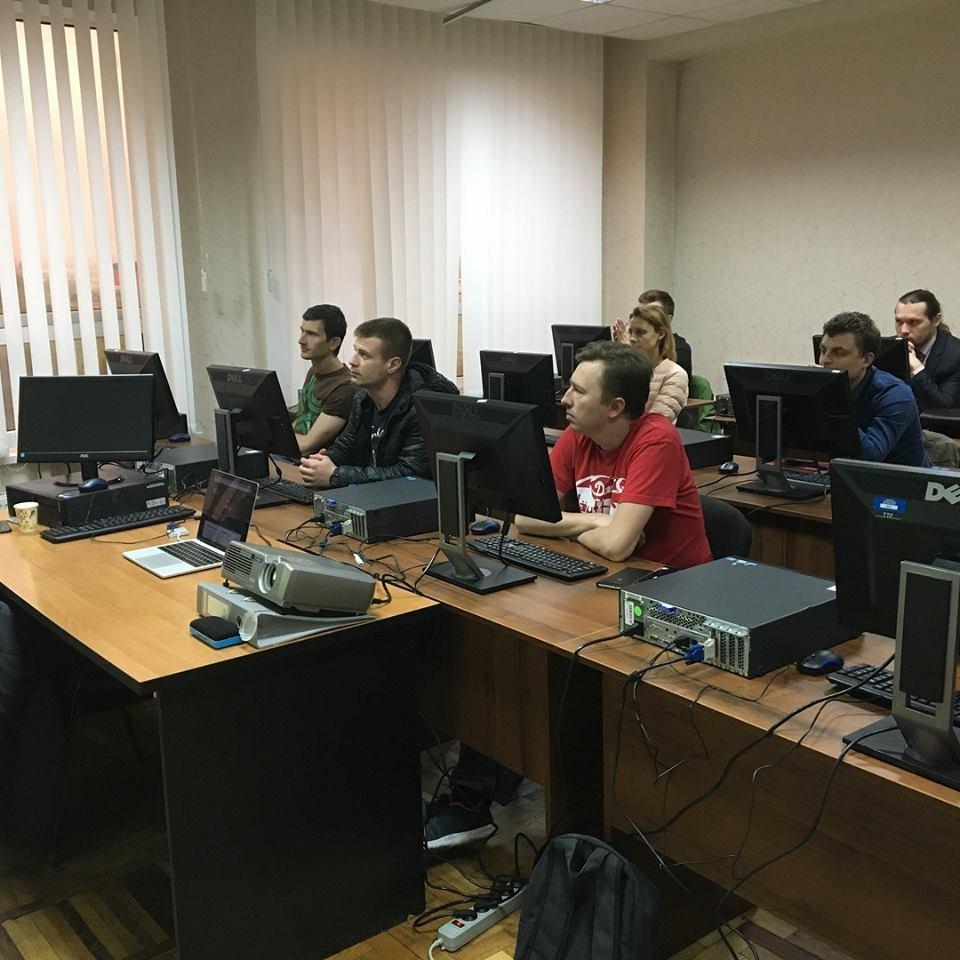«Уже через 4 месяца ты сможешь работать в IT»: история запорожской школы, в которой готовят айтишников, фото-11