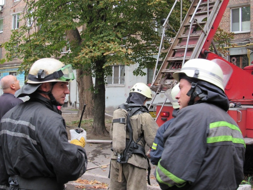 В Запорожье горела квартира в девятиэтажке: приехали 17 спасателей, – ФОТО, фото-3